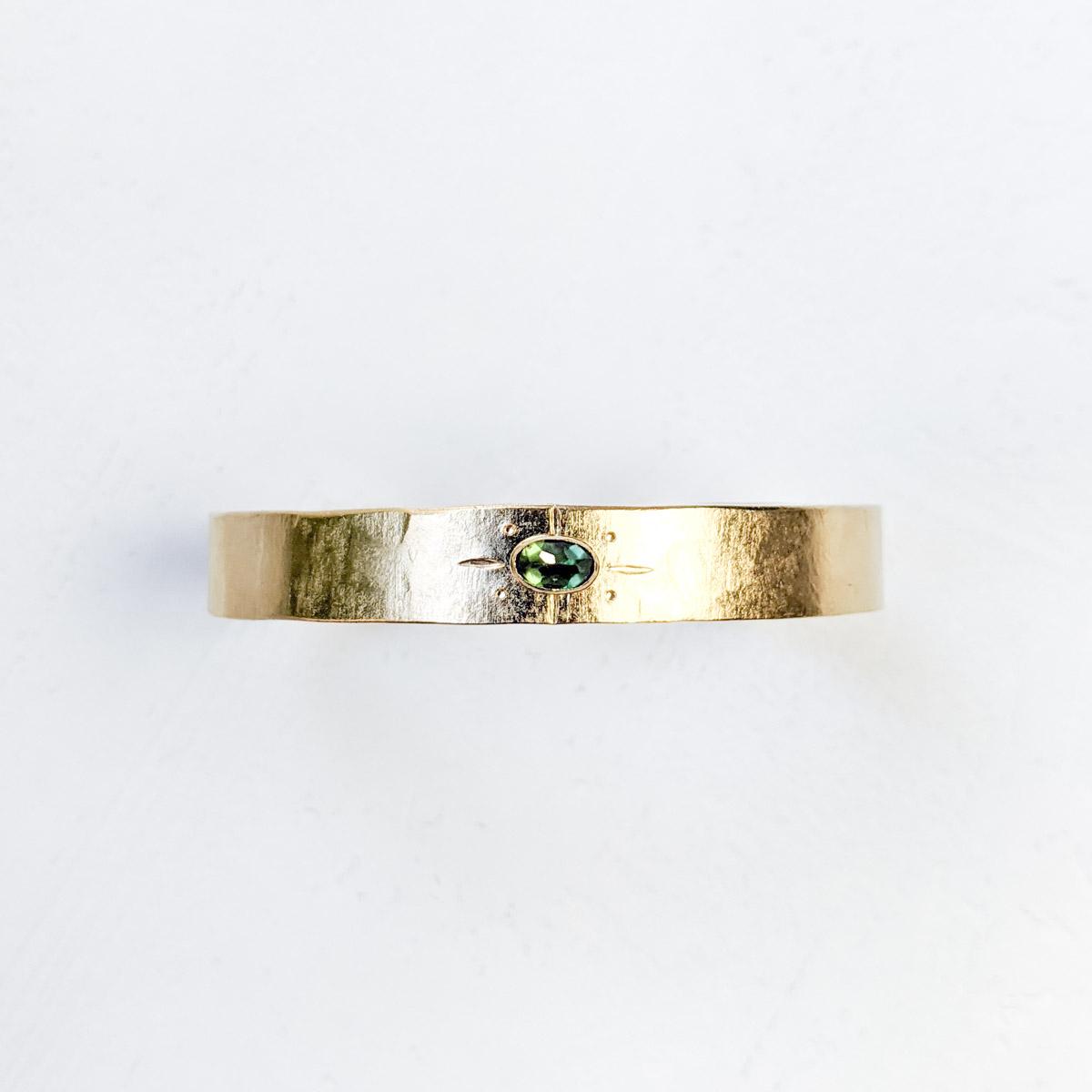 https://www.apachecreation.com/wp-content/uploads/2020/11/bracelet-kilim-vert-2.jpg